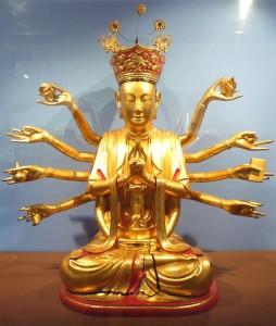 Déesse de la compassion Quan Thé Am à douze bras - Hanoï (Vietnam), bois peint laqué et doré. Don du général Léon de Beylié en 1890 au musée de Grenoble